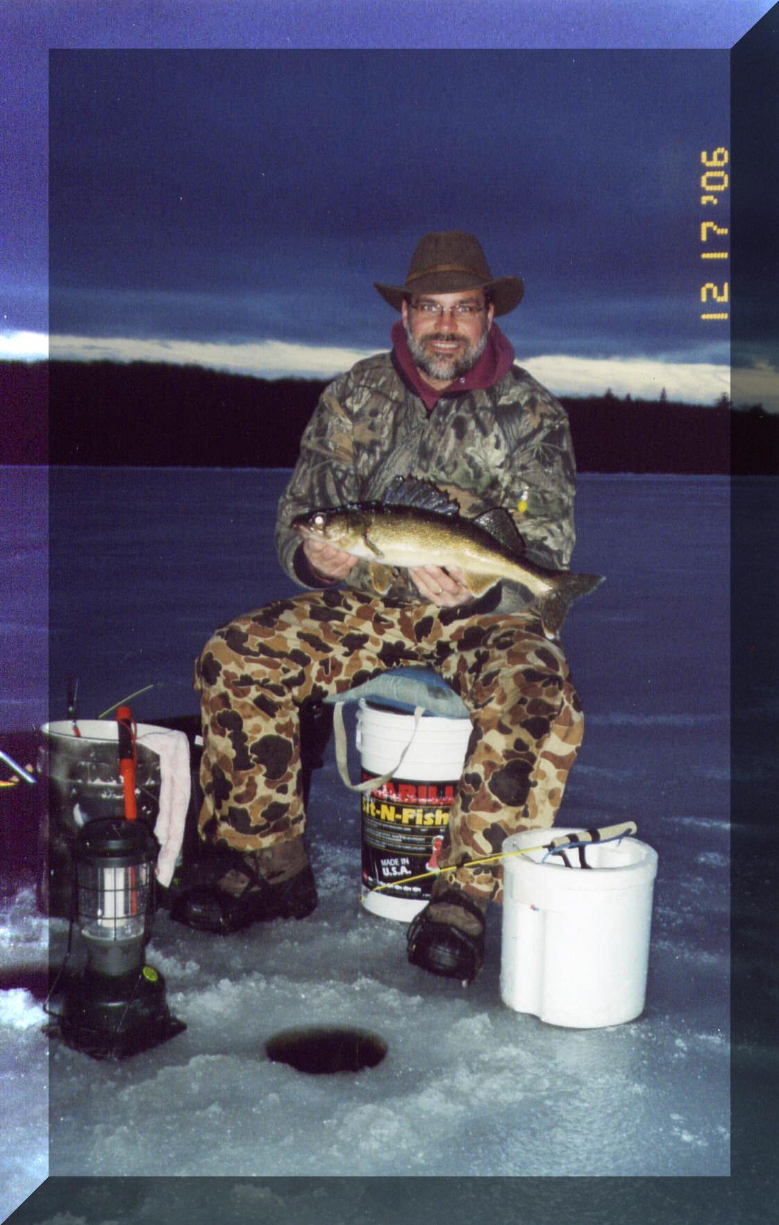 Lodging fishing snowmobile lake gogebic michigan western for Snow bear ice fishing